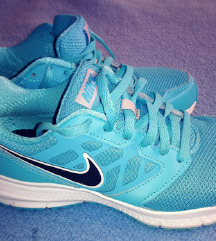 Nike türkiz edző cipő