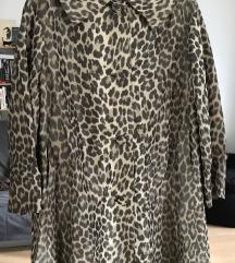 leopárd mintás trench coat.