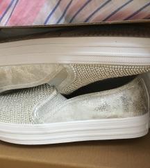 Sketchers ezüst gyöngyös vadiúj cipő
