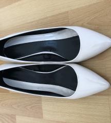 Fehér lakkcipő
