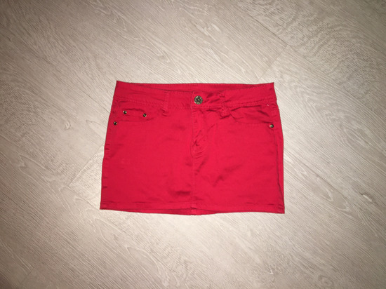 Piros miniszoknya