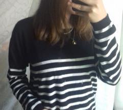 Csíkos fekete pulcsi