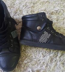 Fekete bőr tornacipő