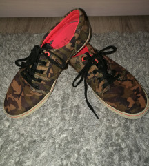 DC cipő 38