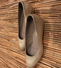 Arany színű bőr cipő (37)