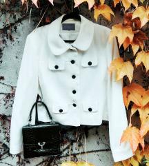 Fehér, elegáns kabátka