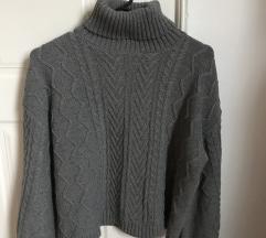 Meleg, magas nyakú, kötött szürke pulóver
