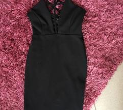 Extra pántos fekete ruha