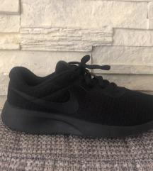 Nike Tanjun fekete edző cipő