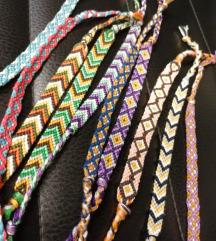 Kézzel készített csomózott karkötők
