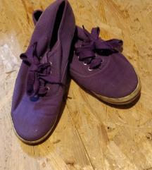 Lila tornacipő