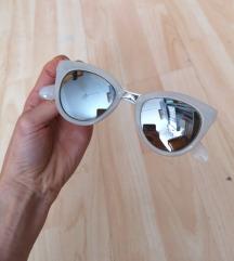 Fehér napszemüveg