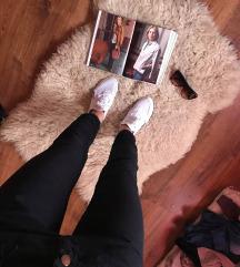 Fekete húzott szárú nadrág