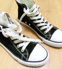 fekete magasszűrú tornacipő