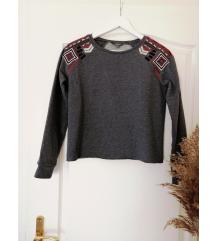 Hímzett vállú pulóver