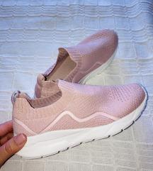 F&F belebújós könnyű cipő