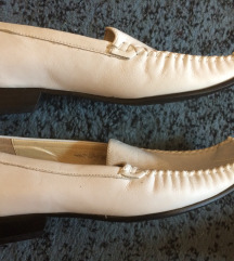 Fehér bőrcipő