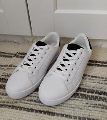Fehér sneaker cipő
