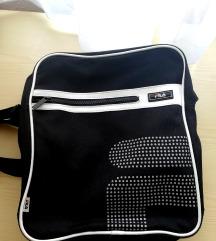 Basic fIla táska