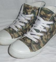 Terepmintás tornacipő 36