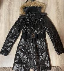 Fényes fekete női kabát