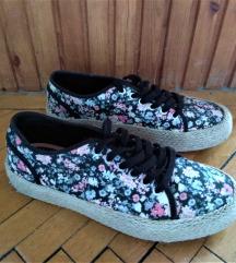 Virágos platform cipő