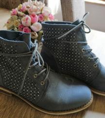 Lyukacsos könnyű magasszárú női cipő