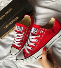 37-es piros Converse cipő ... eb09f7c778