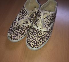 Párducmintás cipő