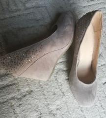 Bézs telitalpu cipő 40-s