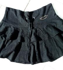 Fekete fodros szoknya