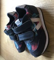 Veja kislány cipő 22-es