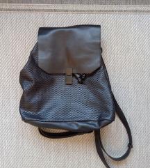 Fekete műbőr táska P&B