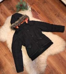 Fekete szőrmés kabát