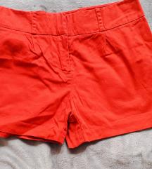 Élénk piros rövidnadrág