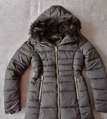 XS-S fekete kapucnis kabát