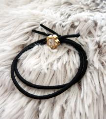Újsz. fekete gumis arany virágos  karkötő ❤