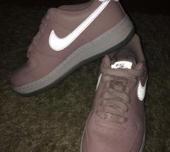 36,5-es Nike Air Force sportcipő