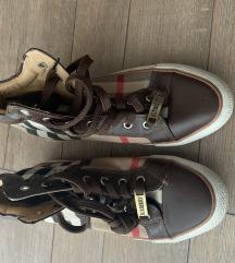 Burberry tornacipő 39
