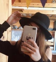 Parfois fekete kalap