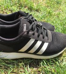 39-es Adidas cipő