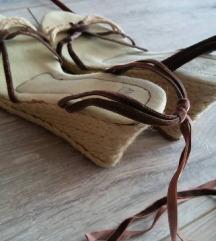 Barna-beige színű szandál