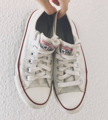 alacsonyszárú fehér Converse