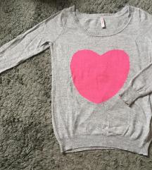 szíves szürke pulóver
