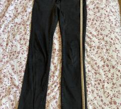 Egyenes szárú sötét szürke nadrág