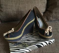 Telitalpú cipő
