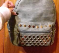 Szegecses háti táska