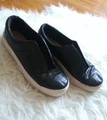 H&M fekete kígyóbőr mintás slip on cipő