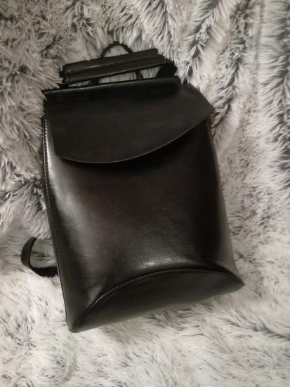 Fekete műbőr hátizsák
