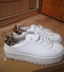 37-es cipő